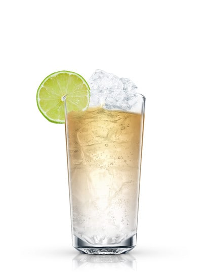 absolut wild tea with ginger ale  against white background