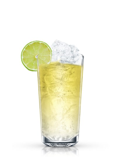 absolut gräpe with lemon-lime soda against white background