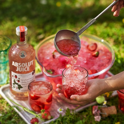 absolut juice strawberry spritz in environment