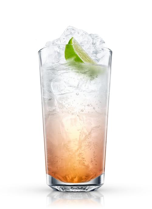 rum-tonic against white background