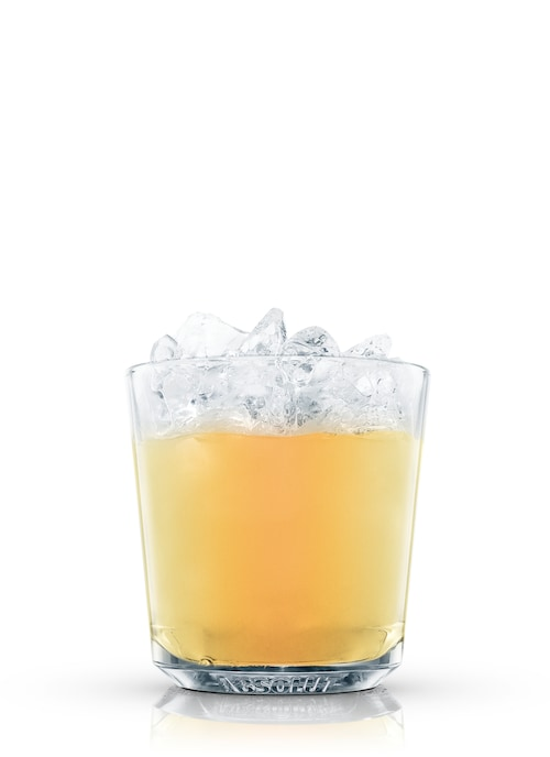 genever cocktail against white background