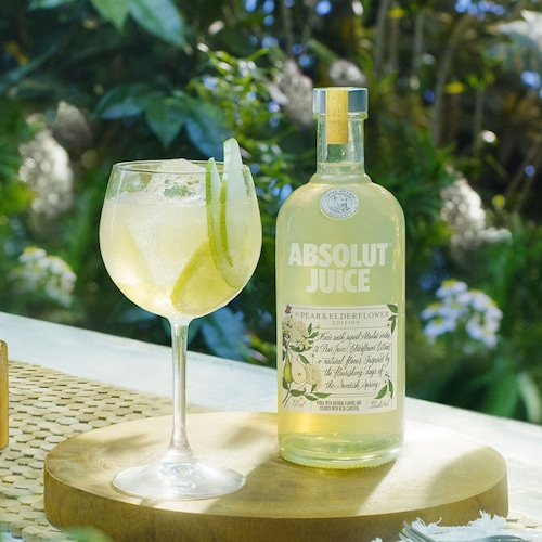 absolut juice pear and elderflower shandy in environment