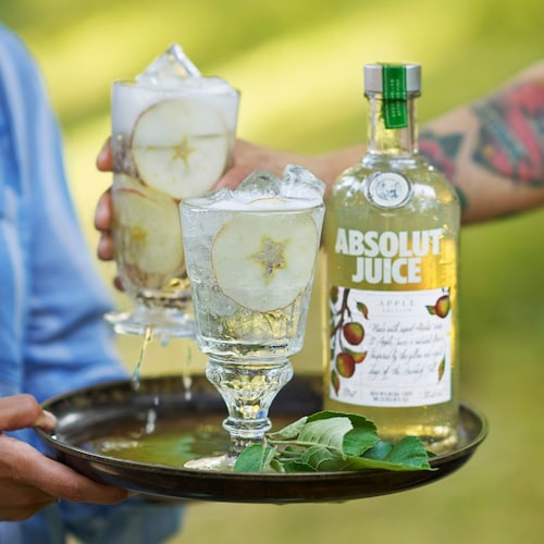 absolut juice apple spritz in environment