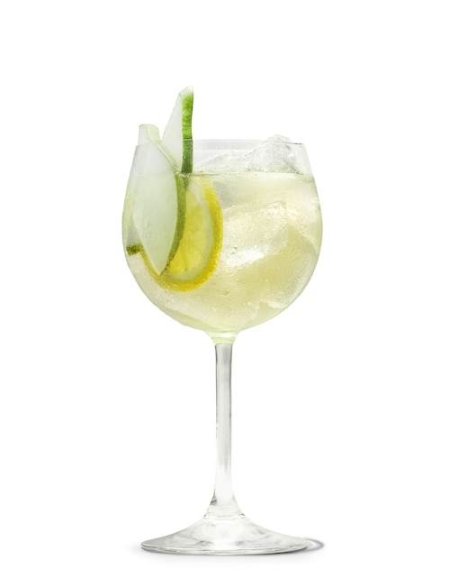 absolut juice pear and elderflower shandy against white background