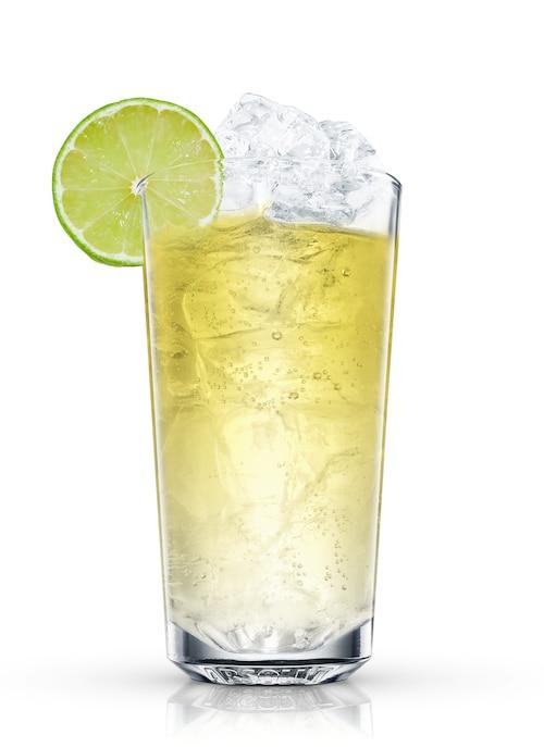 absolut berri açai with lemon-lime soda against white background